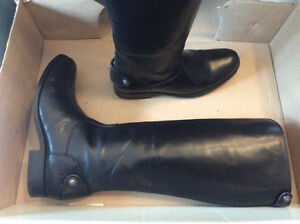 New in box, Women's leather Frye boots size 7.5 sold PPU