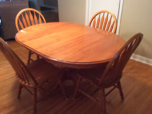 Roxton Solid Maple Dining Table With 6 Chairs