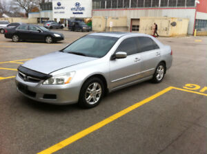 2007 Honda Accord SE Sedan with almost new Winter Tires and Rims