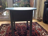 Coffee table woth storage room