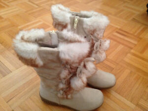 Girls Boots - brand new size 2 youth