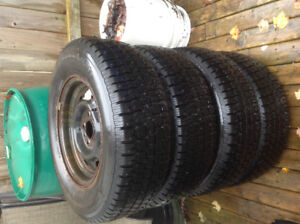 Set of 4 studded winter tires