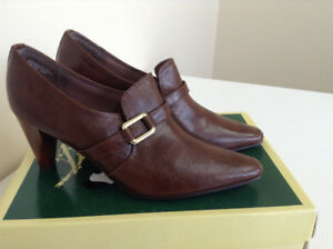 Classic Brown Shoes – Size 9 – BRAND NEW IN BOX