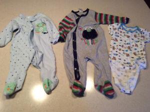 Pyjamas et cache-couches 9 mois