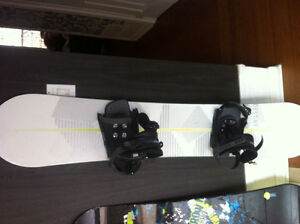 154 cm Snowboard with binding that fit size 10+ boot