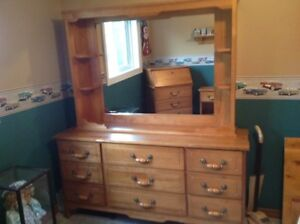 8 PIECE BEDROOM SUITE ... SOLID MAPLE WOOD .... IMMACULATE!
