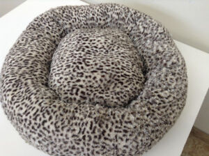 Plush Pet Bed, Super Soft – Almost New