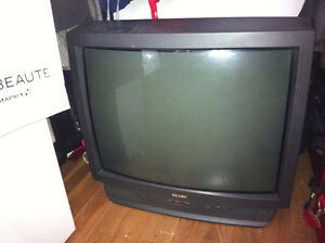 29 inches tv to give away****une television 29 pouces a donner/ West Island Greater Montréal image 3