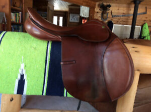 """17"""" COUNTY PRO-FIT CLOSE CONTACT JUMP SADDLE, M"""