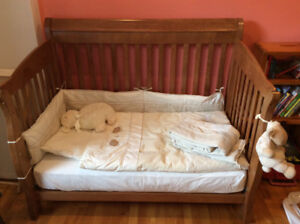 Bassinetteen chêne  + ensemble de literie / baby crib & bedding