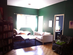 $600 (Plateau) Private room in shared 2BR apt ($600) (Parc & Vil
