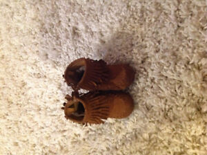 Toddler girls size 4 winter shoes