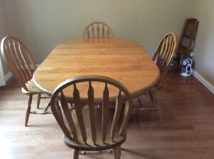 Solid Oak dining set with 4 chairs, excellent condition