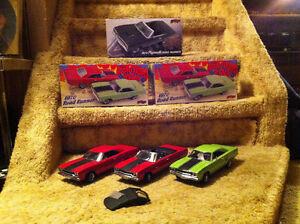 1:18 SCALE DIE-CAST CARS - 1970 ROAD RUNNER