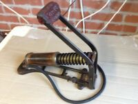 VINTAGE DUPLEX KISMET MASTER HEAVY DUTY CAR/MOTOR CYCLE FOOT PUMP BY W H TURNER.