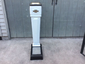 Antique porcelain VENDINATOR CORP. coin operated scale !