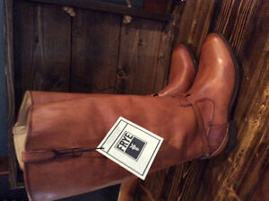 Brand New Women's FRYE Lindsay Plate Boots Size 9.5