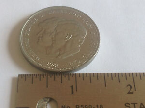 1981 LADY DIANA & PRINCE CHARLES COMMEMORATIVE WEDDING MEDAL