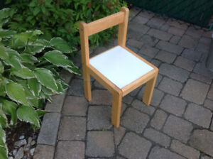 Chair for small child. Chaise pour enfant. Wood. Bois