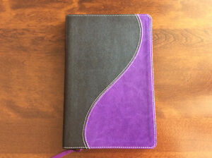 New King James Version (NKJV) Bonded Leather Duo-Tone Bible