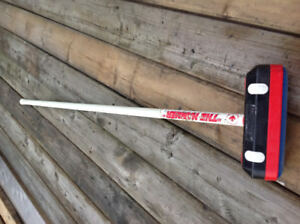 "curling broom ""the Hummer"" - excellent condition"