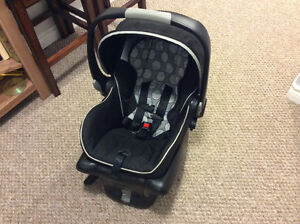 Britax Bsafe car seat with 2 car seat bases.