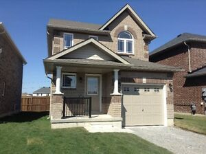Beautiful 3 Bd Family Home in SE Barrie