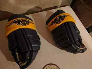 Mission hockey gloves London Ontario image 1