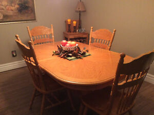 Price Reduced Claw Foot Dining Table Belleville Belleville Area image 1