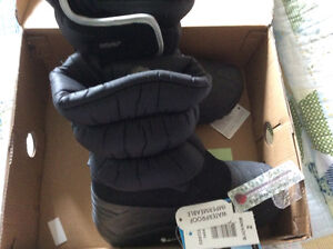 Boys size 2 Winter Boots BNIB