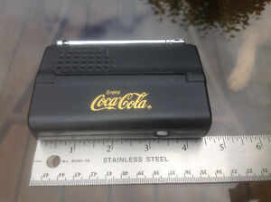 "1997 COCA COLA LOGO ""POCKETMATE"" AM/FM LCD ALARM CLOCK RADIO"