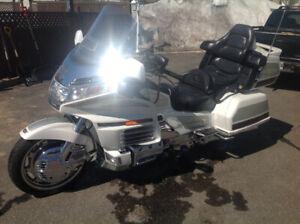 Moto Goldwing 2000 à vendre 60000 kilo tres propre 1 propriétair