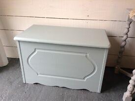 Blanket box/toy box/coffee table