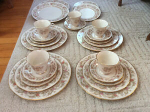 "Lenox ""Helmsley"" bone china 4 - five piece place setting"