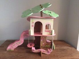 Rosebud Village Wooden Tree House - Early Learning Centre