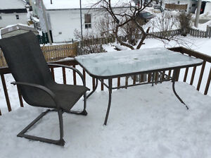 Patio set with 6 chairs in great condition!