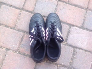 Women's leather soccer shoes