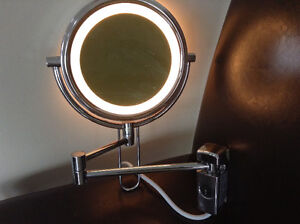 Deluxe magnifying mirror with lite, good quality