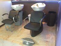 Deux chaises/lavabos de coiffure à donner