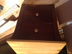 2pc twin bed set in real wood and hand made like new !!! West Island Greater Montréal image 2