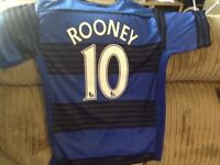 MAN UTD ROONEY OFFICIAL SHIRT SIZE SMALL