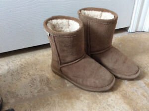 Girls UGG style boots (size 11)