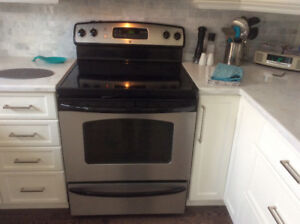 GE Range Self-Cleaning, excellent condition