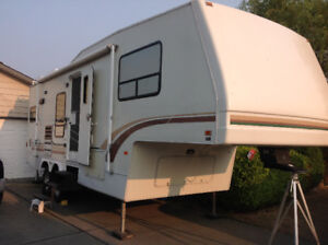27ft 1995 Alpenlite Fifth Wheel Model Doral 27RK
