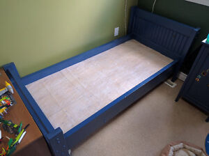 Toddler bed - solid pine - hand made