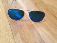 Women blue mirror raybans gold frame. Like new