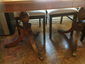 Duncan Fyfe antique table with 4 chairs Kawartha Lakes Peterborough Area image 3
