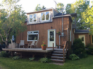 PRIVATE TREED GARAGE,AND STUDIO,HOT TUB COUNTRY AT IT'S BEST