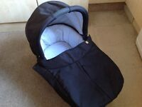 Mamas & Papas Sola carrycot in black