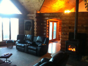 Log Home on beautiful Crow Lake, Location South of Kenora